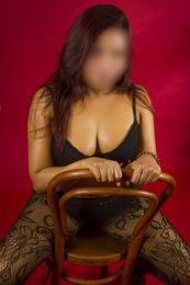 Asia Escort in Hertfordshire