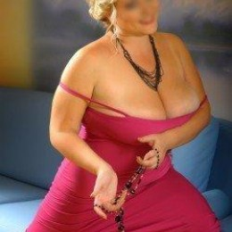 Clare Escort in Bromley