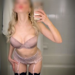 Eleonora Escort in Denver